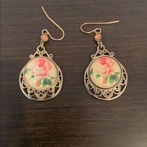 Jewelry - Vintage faceted glass rose filigree earrings